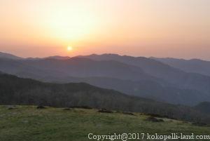 四国周遊観光の旅、四国カルストの夕日