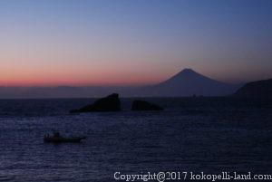 雲見海岸からの夕刻の富士山