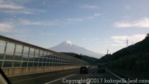 高速道路前景と富士山